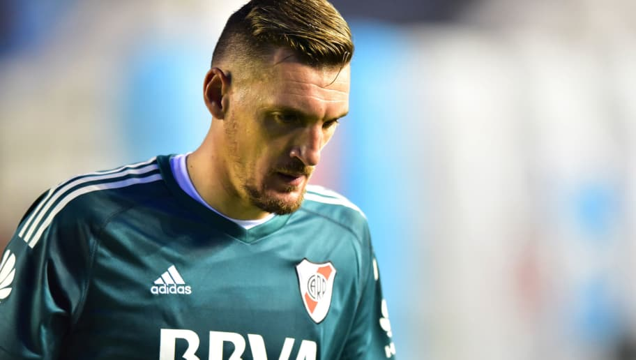 BUENOS AIRES, ARGENTINA - APRIL 22: Franco Armani goalkeeper of River Plate looks on during a match between Arsenal and River Plate as part of Argentina Superliga 2017/18 at Julio Humberto Grondona Stadium on April 22, 2018 in Buenos Aires, Argentina. (Photo by Amilcar Orfali/Getty Images)