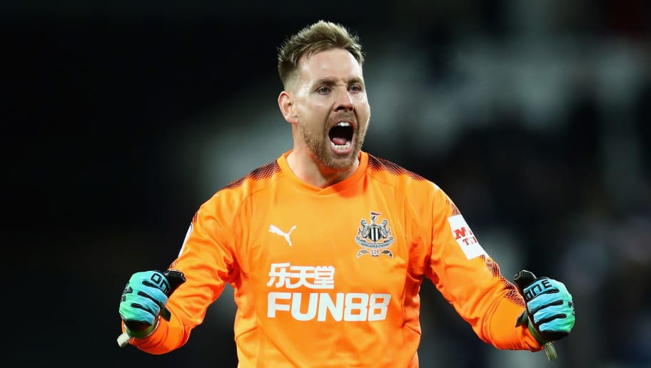 LONDON, ENGLAND - DECEMBER 23:  Rob Elliot goalkeeper of Newcastle celebrates at full time during the Premier League match between West Ham United and Newcastle United at London Stadium on December 23, 2017 in London, England.  (Photo by Julian Finney/Getty Images)
