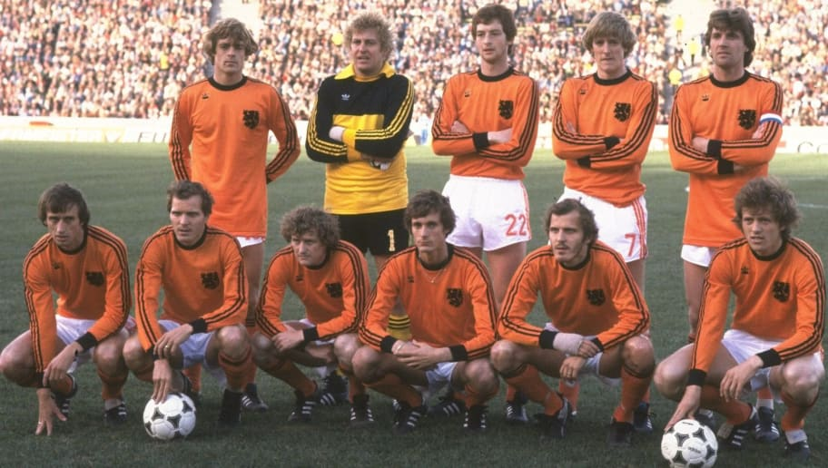25 Jun 1978: Team photograph of the Dutch team before the World Cup Final match between Argentina and Holland at the Monumental Stadium in Buenos Aires, Argentina. Argentina won the World Cup 3-1. \ Mandatory Credit: Allsport UK /Allsport