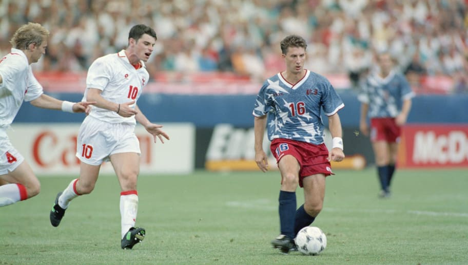 American soccer player John Harkes (right) playing for the USA against Switzerland in a FIFA World Cup Group A match at Pontiac Silverdome, Pontiac, Michigan, 18th June 1994. The match ended in a 1-1 draw. (Photo by Ben Radford/Getty Images)