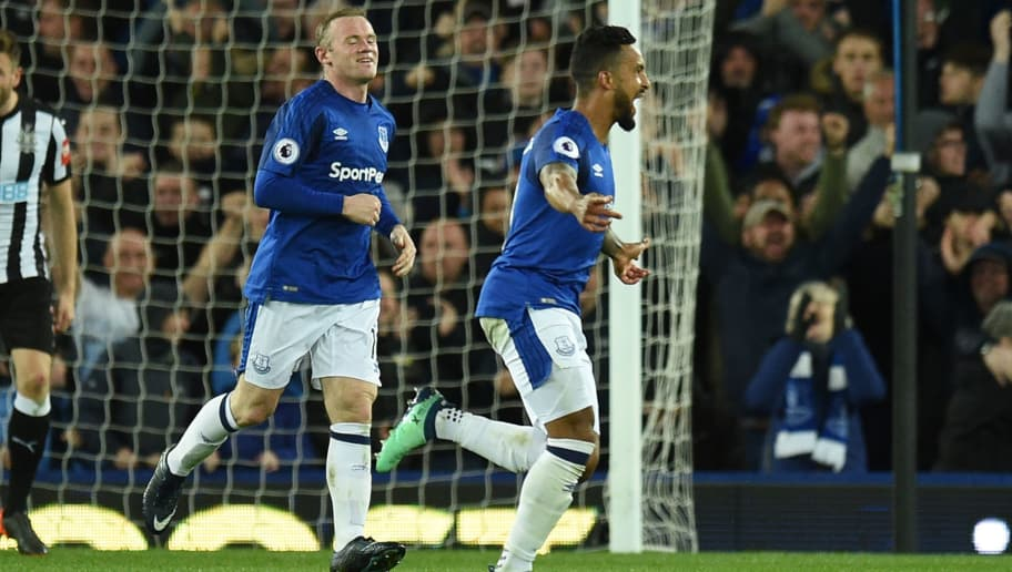 Everton's English striker Theo Walcott (R) celebrates scoring the opening goal during the English Premier League football match between Everton and Newcastle United at Goodison Park in Liverpool, north west England on April 23, 2018. (Photo by Oli SCARFF / AFP) / RESTRICTED TO EDITORIAL USE. No use with unauthorized audio, video, data, fixture lists, club/league logos or 'live' services. Online in-match use limited to 75 images, no video emulation. No use in betting, games or single club/league/player publications. /         (Photo credit should read OLI SCARFF/AFP/Getty Images)