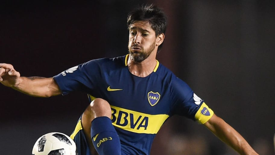 BUENOS AIRES, ARGENTINA - APRIL 15: Pablo Perez of Boca Juniors kicks the ball during a match between Independiente and Boca Juniors as part of Superliga 2017/18 on April 15, 2018 in Buenos Aires, Argentina. (Photo by Marcelo Endelli/Getty Images)
