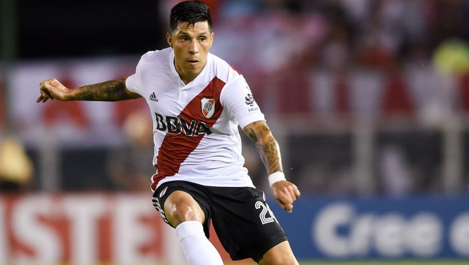 BUENOS AIRES, ARGENTINA - APRIL 05: Enzo Perez of River Plate kicks the ball during a Copa CONMEBOL Libertadores match between River Plate and Independiente Santa Fe at Estadio Monumental Antonio Vespucio Liberti on April 5, 2018 in Buenos Aires, Argentina. (Photo by Marcelo Endelli/Getty Images)