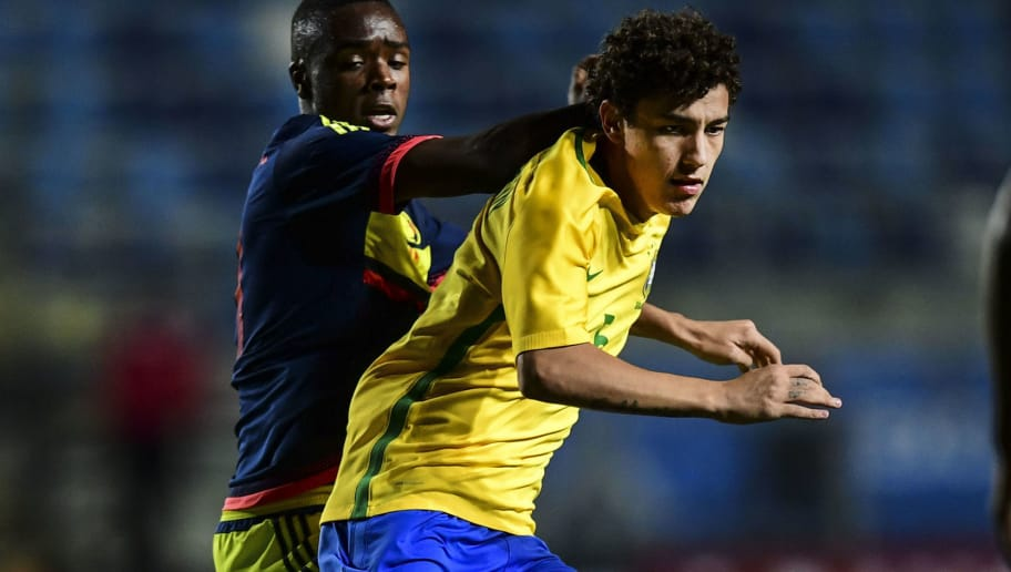 Brazil´s Victor Bobsin (R) vies for the ball with Colombia´s Stiven Palomeque (L) during their South American U-17 football tournament match in Rancagua, some 90 km south of Santiago de  Chile on March 16, 2017.  / AFP PHOTO / Martin BERNETTI        (Photo credit should read MARTIN BERNETTI/AFP/Getty Images)