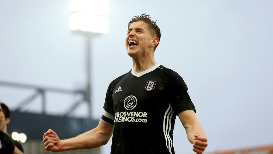 NORWICH, ENGLAND - MARCH 30:  Tom Cairney of Fulham celebrates victory after the Sky Bet Championship match between Norwich City and Fulham at Carrow Road on March 30, 2018 in Norwich, England. (Photo by Stephen Pond/Getty Images)