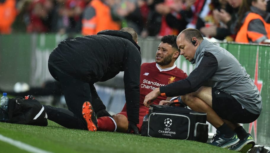 Liverpool's English midfielder Alex Oxlade-Chamberlain (C) picks up an injury during the UEFA Champions League first leg semi-final football match between Liverpool and Roma at Anfield stadium in Liverpool, north west England on April 24, 2018. (Photo by Oli SCARFF / AFP)        (Photo credit should read OLI SCARFF/AFP/Getty Images)