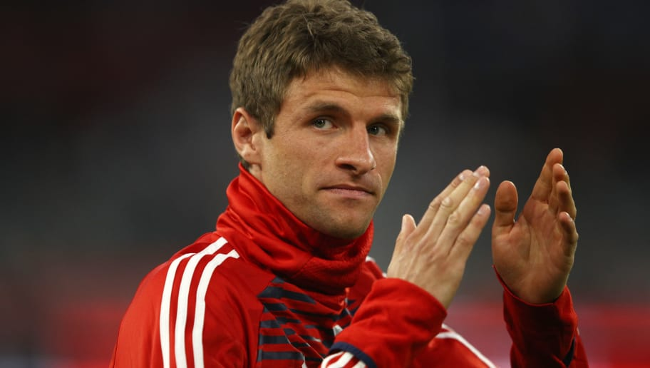 MUNICH, GERMANY - APRIL 11:  Thomas Mueller of Bayern Muenchen applauds fans prior to the UEFA Champions League Quarter Final Second Leg match between Bayern Muenchen and Sevilla FC at Allianz Arena on April 11, 2018 in Munich, Germany.  (Photo by Adam Pretty/Bongarts/Getty Images)