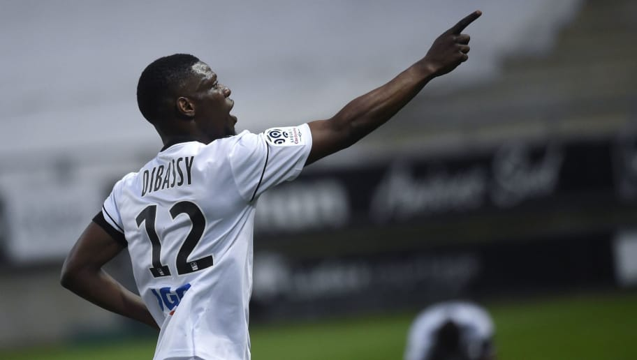 Amiens' French-Malian defender Bakaye Dibassy celebrates after scoring a goal during the French L1 football match between Amiens and Caen on April 7, 2018 at the Licorne stadium in Amiens. / AFP PHOTO / FRANCOIS LO PRESTI        (Photo credit should read FRANCOIS LO PRESTI/AFP/Getty Images)