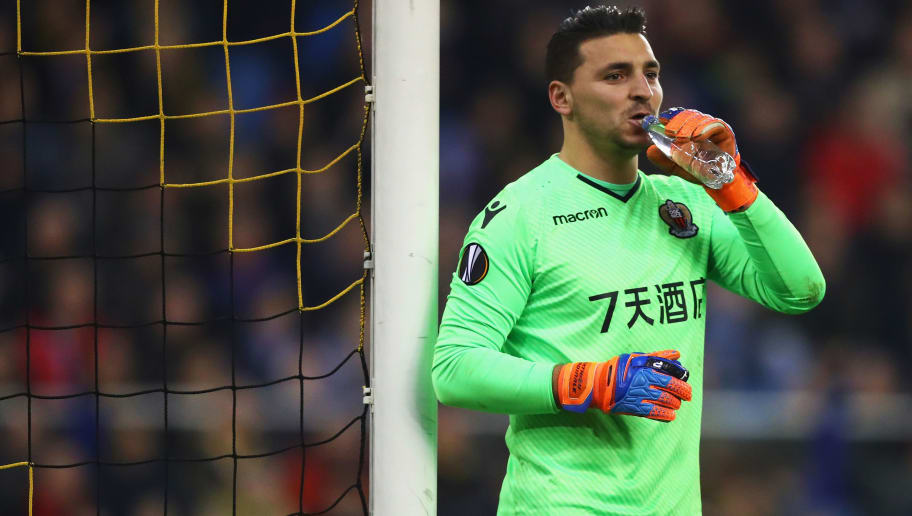 ARNHEM, NETHERLANDS - DECEMBER 07:  Goalkeeper, Yoan Cardinale of OGC Nice has a drink of water during the UEFA Europa League group K match between Vitesse and OGC Nice at  on December 7, 2017 in Arnhem, Netherlands.  (Photo by Dean Mouhtaropoulos/Getty Images)