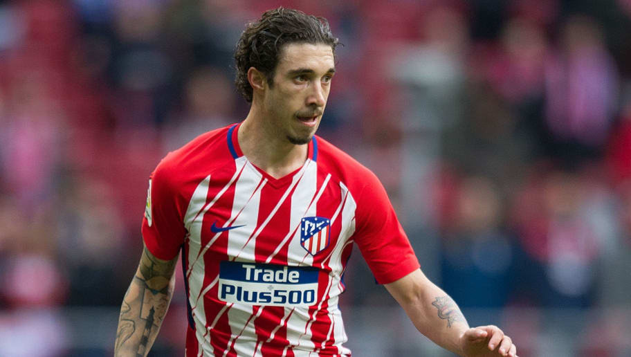 MADRID, SPAIN - JANUARY 20: Sime Vrsaljko of Atletico de Madrid passes the ball during the La Liga match between Atletico Madrid and Girona at estadio Wanda Metropolitano on January 20, 2018 in Madrid, Spain. (Photo by Denis Doyle/Getty Images)