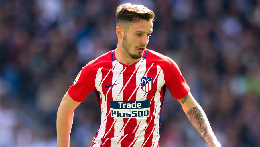MADRID, SPAIN - APRIL 08: Saul Niguez of Atletico de Madrid controls the ball during the La Liga match between Real Madrid and Atletico Madrid at Estadio Santiago Bernabeu on April 8, 2018 in Madrid, Spain. (Photo by Denis Doyle/Getty Images)