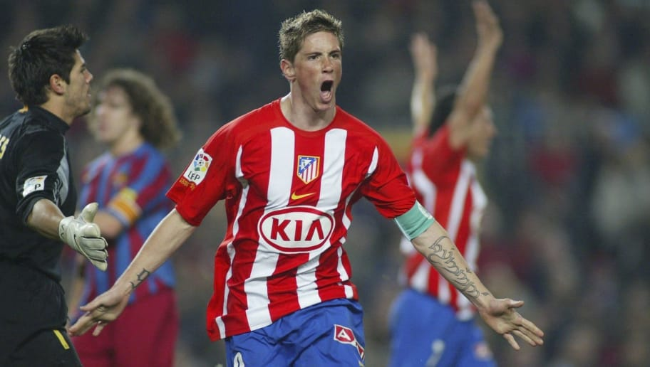 BARCELONA, SPAIN - FEBRUARY 5: Fernando Torres of Atletico Madrid celebrates his goal during the  La Liga match between FC Barcelona and Atletico Madrid, at the Camp Nou stadium on February 5, 2006, in Barcelona, Spain. (Photo by Luis Bagu/Getty Images).