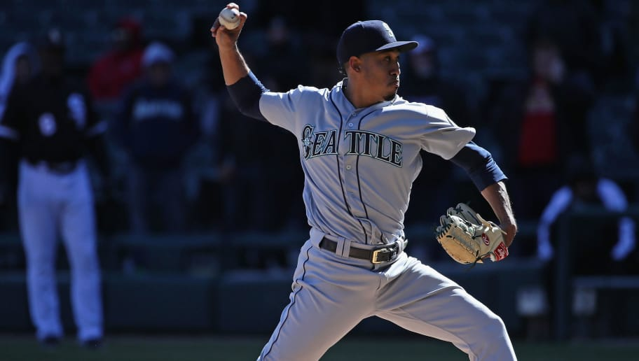 CHICAGO, IL - APRIL 25:  Edwin Diaz #39 of the Seattle Mariners pitches in the 9th inning for a save against the Chicago White Sox at Guaranteed Rate Field on April 25, 2018 in Chicago, Illinois. The Mariners defeated the Whtie Sox 4-3.  (Photo by Jonathan Daniel/Getty Images)