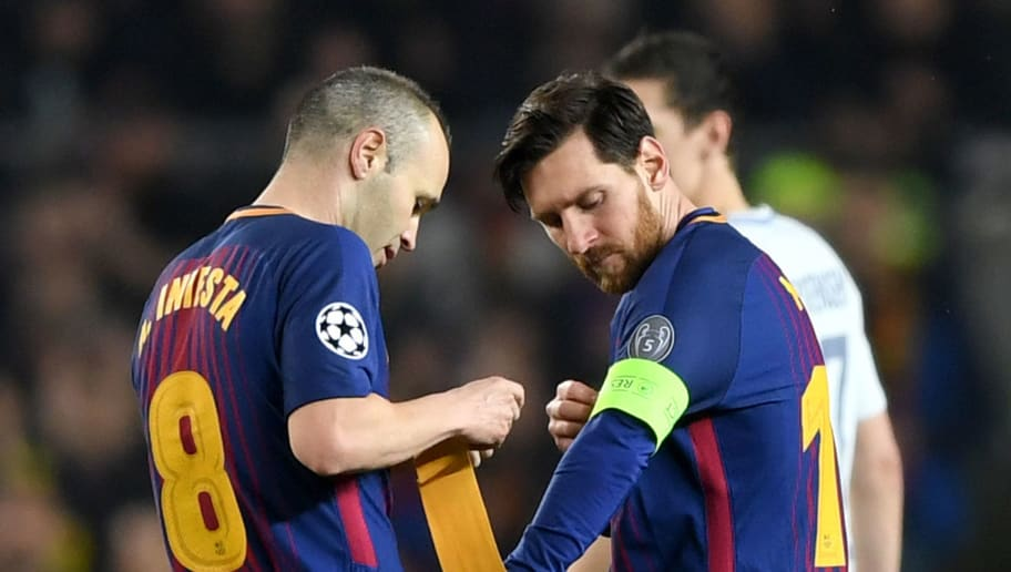 BARCELONA, SPAIN - MARCH 14:  Andres Iniesta of Barcelona hands the captain's armband to Lionel Messi of Barcelona during the UEFA Champions League Round of 16 Second Leg match FC Barcelona and Chelsea FC at Camp Nou on March 14, 2018 in Barcelona, Spain.  (Photo by Shaun Botterill/Getty Images)