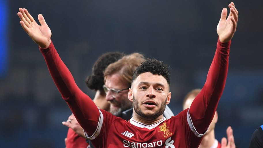 MANCHESTER, ENGLAND - APRIL 10:  Alex Oxlade-Chamberlain of Liverpool shows appreciation to the fans after the UEFA Champions League Quarter Final Second Leg match between Manchester City and Liverpool at Etihad Stadium on April 10, 2018 in Manchester, England.  (Photo by Laurence Griffiths/Getty Images,)