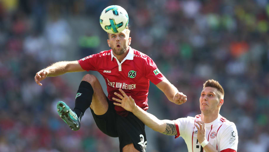 HANOVER, GERMANY - APRIL 21:  Niclas Fuellkrug (L) of Hannover and Niklas Suele (R) of Munich compete for the ball during the Bundesliga match between Hannover 96 and FC Bayern Muenchen at HDI-Arena on April 21, 2018 in Hanover, Germany.  (Photo by Oliver Hardt/Bongarts/Getty Images)