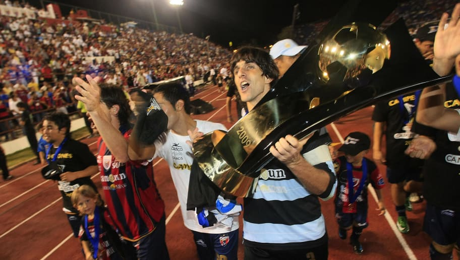 Atlante's Federico Villar lifts the CONCACAF Champions Cup trophy following his team's victory in Cancun, on May 12, 2009 .AFP PHOTO/Luis Acosta (Photo credit should read LUIS ACOSTA/AFP/Getty Images)