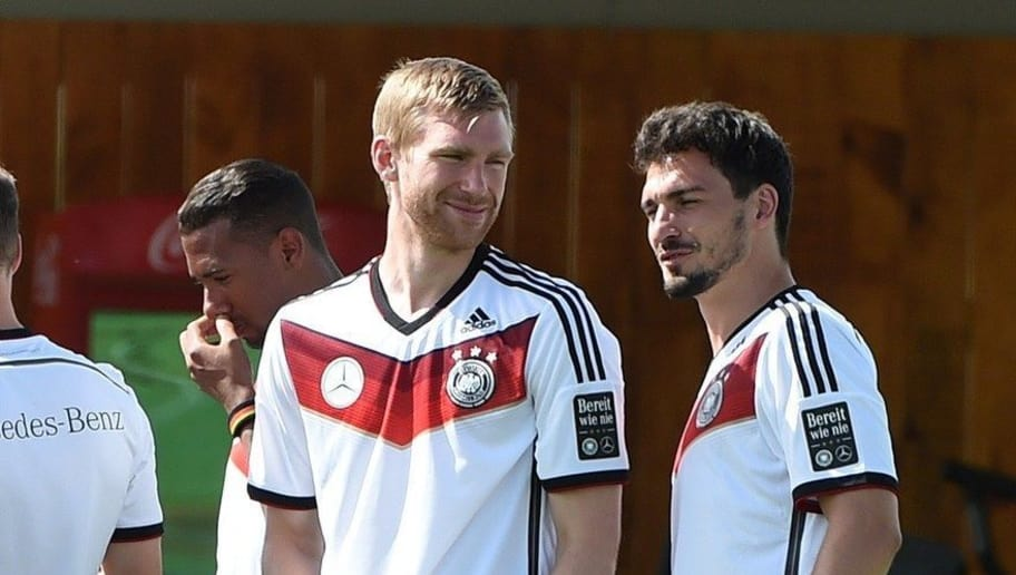 Germany's defender Per Mertesacker (L) chats with Germany's defender Mats Hummels during a training session in Santo Andre on June 12, 2014 ahead of the 2014 FIFA World Cup football tournament. AFP PHOTO / PATRIK STOLLARZ        (Photo credit should read PATRIK STOLLARZ/AFP/Getty Images)