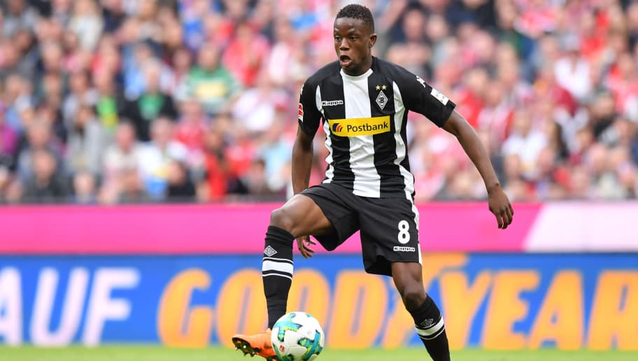 MUNICH, GERMANY - APRIL 14: Denis Zakaria of Moenchengladbach plays the ball during the Bundesliga match between FC Bayern Muenchen and Borussia Moenchengladbach at Allianz Arena on April 14, 2018 in Munich, Germany. (Photo by Sebastian Widmann/Bongarts/Getty Images,)