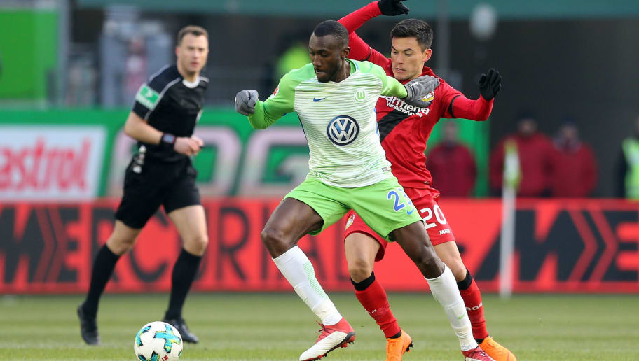 WOLFSBURG, GERMANY - MARCH 03:  Joshua Guilavogui (L) of Wolfsburg battles for the ball with Charles Aranguiz of Leverkusen during the Bundesliga match between VfL Wolfsburg and Bayer 04 Leverkusen at Volkswagen Arena on March 3, 2018 in Wolfsburg, Germany. (Photo by Matthias Kern/Bongarts/Getty Images)