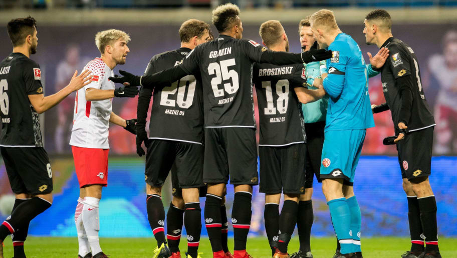 Players of Mainz and Leipzig´s Slovanian midfielder Kevin Kampl discuss with Referee Patrick Ittrich during the German first division Bundesliga football match between RB Leipzig and Mainz 05 in Leipzig, eastern Germany on December 9, 2017.  / AFP PHOTO / ROBERT MICHAEL / RESTRICTIONS: DURING MATCH TIME: DFL RULES TO LIMIT THE ONLINE USAGE TO 15 PICTURES PER MATCH AND FORBID IMAGE SEQUENCES TO SIMULATE VIDEO. == RESTRICTED TO EDITORIAL USE == FOR FURTHER QUERIES PLEASE CONTACT DFL DIRECTLY AT + 49 69 650050         (Photo credit should read ROBERT MICHAEL/AFP/Getty Images)