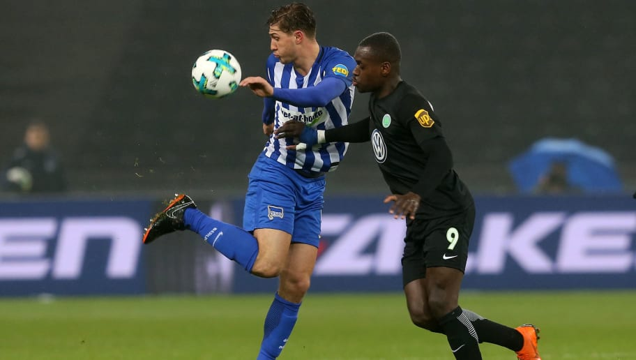 BERLIN, GERMANY - MARCH 31: Niklas Stark (L) of Berlin battles for the ball with Nany Landry Dimata of Wolfsburg during the Bundesliga match between Hertha BSC and VFL Wolfsburg at Olympiastadion on March 31, 2018 in Berlin, Germany. (Photo by Matthias Kern/Bongarts/Getty Images)