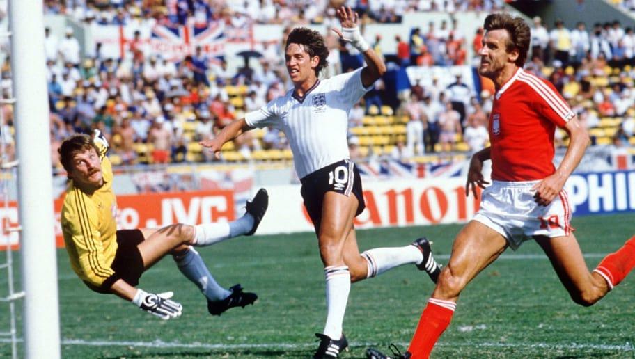MONTERREY, MEXICO - JUNE 11:  WM 1986 in Mexiko, Monterrey; ENGLAND - POLEN (ENG - POL) 3:0; TOR ZUM 1:0 Gary LINEKER/ENG  (Photo by Bongarts/Getty Images)
