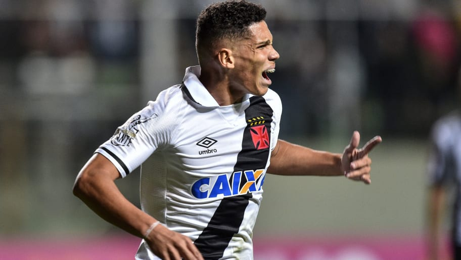 BELO HORIZONTE, BRAZIL - JULY 23: Paulinho #7 of Vasco da Gama celebrates a scored goal against Atletico MG during a match between Atletico MG and Vasco da Gama as part of Brasileirao Series A 2017 at Independencia stadium on July 23, 2017 in Belo Horizonte, Brazil. (Photo by Pedro Vilela/Getty Images)