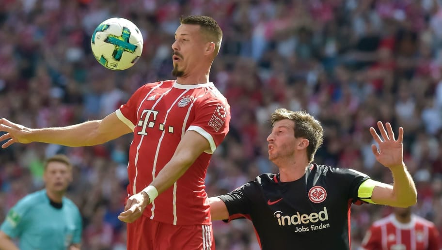Bayern Munich's forward Sandro Wagner (L) and Frankfurt's Argentinian defender David Abraham vie for the ball during the German first division Bundesliga football match FC Bayern Munich vs Eintracht Frankfurt in Munich, southern Germany on April 28, 2018. (Photo by Guenter SCHIFFMANN / AFP) / RESTRICTIONS: DURING MATCH TIME: DFL RULES TO LIMIT THE ONLINE USAGE TO 15 PICTURES PER MATCH AND FORBID IMAGE SEQUENCES TO SIMULATE VIDEO. == RESTRICTED TO EDITORIAL USE == FOR FURTHER QUERIES PLEASE CONTACT DFL DIRECTLY AT + 49 69 650050        (Photo credit should read GUENTER SCHIFFMANN/AFP/Getty Images)