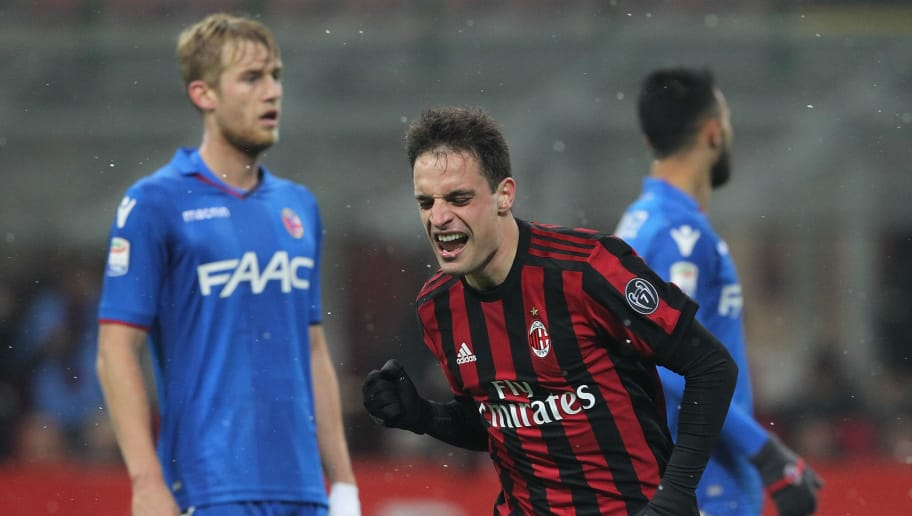 MILAN, ITALY - DECEMBER 10:  Giacomo Bonaventura (C) of AC Milan celebrates his second goal during the Serie A match between AC Milan and Bologna FC at Stadio Giuseppe Meazza on December 10, 2017 in Milan, Italy.  (Photo by Marco Luzzani/Getty Images)