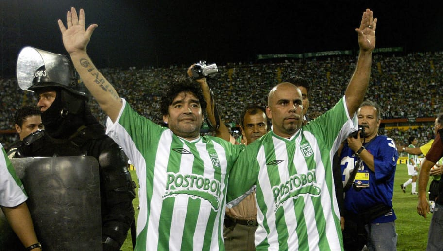 Medellin, COLOMBIA: Argentina former soccer stars Diego Maradona (L) and Mauricio 'Chicho ' Serna from Colombia wave to fans during game to mark Serna?s retirement professional soccer, in Medellin 27 January 2007. AFP PHOTO/ Gerardo GOMEZ (Photo credit should read GERARDO GOMEZ/AFP/Getty Images)