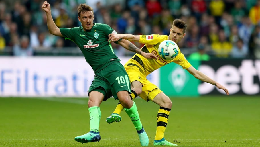 BREMEN, GERMANY - APRIL 29: Max Kruse (L) of Bremen and Julian Weigl of Dortmund battle for the ball during the Bundesliga match between SV Werder Bremen and Borussia Dortmund at Weserstadion on April 29, 2018 in Bremen, Germany.  (Photo by Martin Rose/Bongarts/Getty Images)