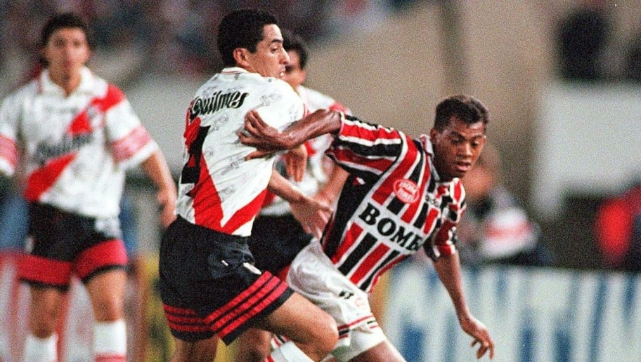 Sao Paulo forward Dodo (R) takes the ball from Argentina's River Plate player Hernan Diaz, 17 December during their final match for South America's Supercopa championship. River Plate won the Supercopa 2-1. AFP PHOTO/Daniel LUNA        (Photo credit should read DANIEL LUNA/AFP/Getty Images)