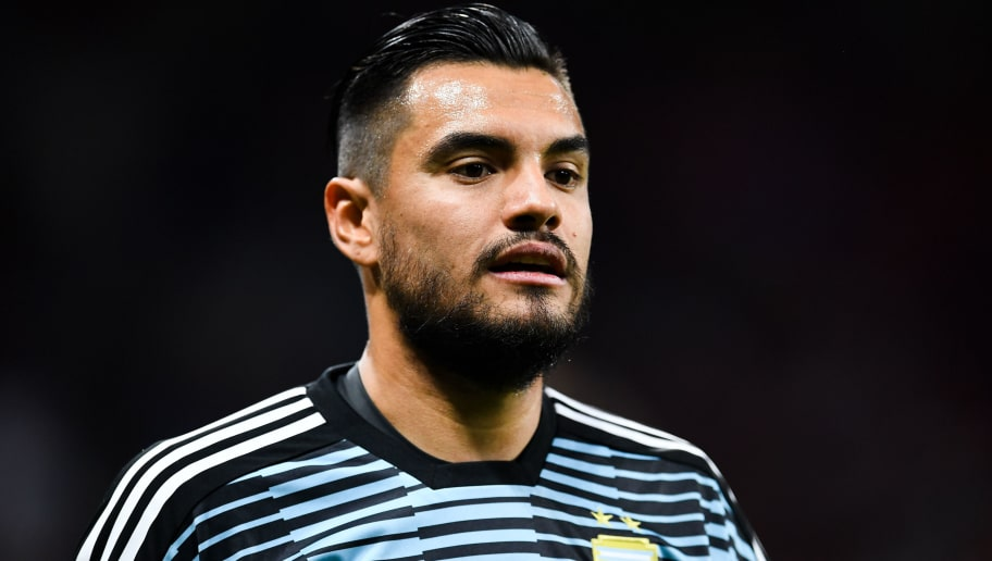 MADRID, SPAIN - MARCH 27:  Sergio Romero of Argentina looks on during an International friendly match between Spain and Argentina at the Wanda Metropolitano stadium on March 27, 2018 in Madrid, Spain.  (Photo by David Ramos/Getty Images)