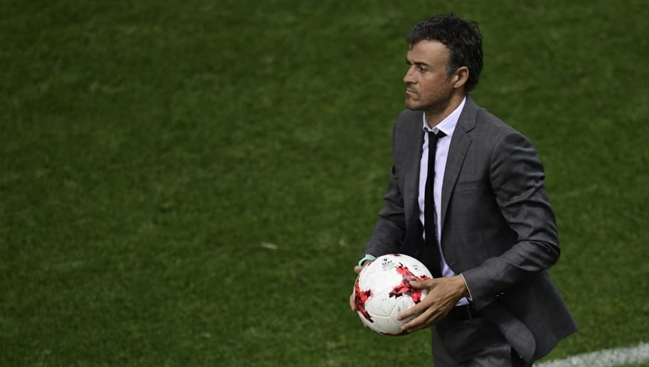 Barcelona's coach Luis Enrique catches a ball during the Spanish Copa del Rey (King's Cup) final football match FC Barcelona vs Deportivo Alaves at the Vicente Calderon stadium in Madrid on May 27, 2017. / AFP PHOTO / JAVIER SORIANO        (Photo credit should read JAVIER SORIANO/AFP/Getty Images)