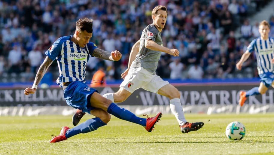 BERLIN, GERMANY - APRIL 28: Davie Selke of Hertha BSC scores the equalizer during the Bundesliga match between Hertha BSC and FC Augsburg at Olympiastadion on April 28, 2018 in Berlin, Germany. (Photo by Boris Streubel/Bongarts/Getty Images)