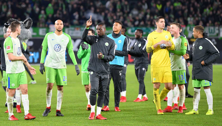 WOLFSBURG, GERMANY - NOVEMBER 18:  The players of Wolfsburg celebrate before the fans after the Bundesliga match between VfL Wolfsburg and Sport-Club Freiburg at Volkswagen Arena on November 18, 2017 in Wolfsburg, Germany.  (Photo by Stuart Franklin/Bongarts/Getty Images)