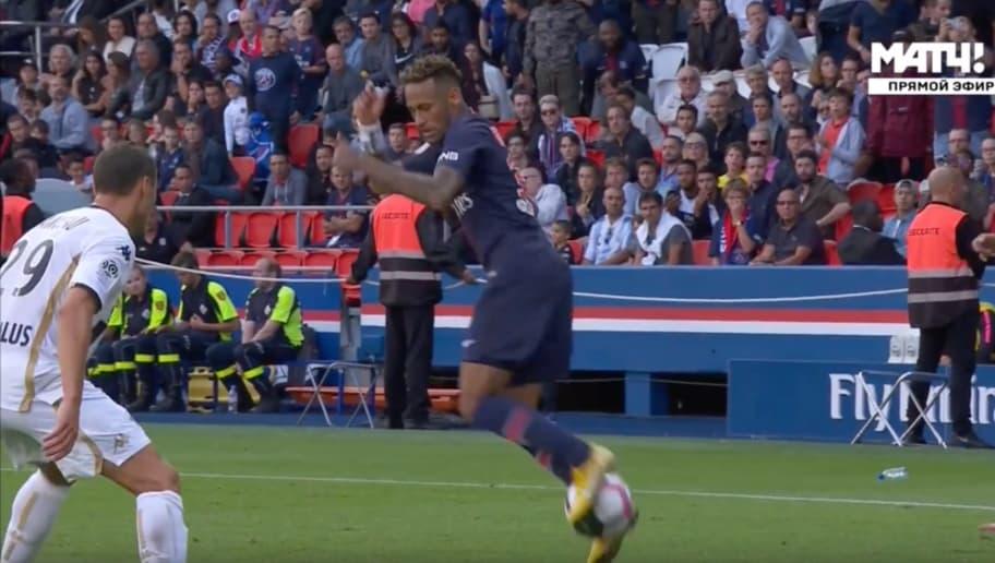 Dal Giocoliere Neymar Alle Scivolate Di Testa Ecco I Video Più