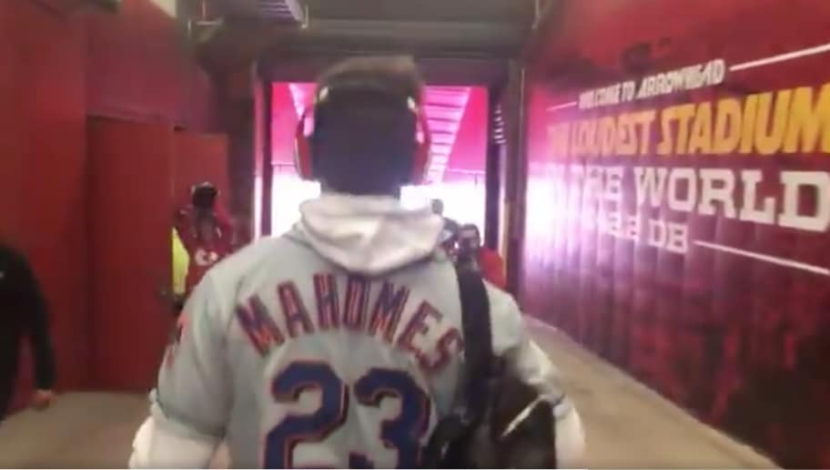 457846f88 VIDEO  Patrick Mahomes Rocks His Dad s Old Mets Jersey Before SNF
