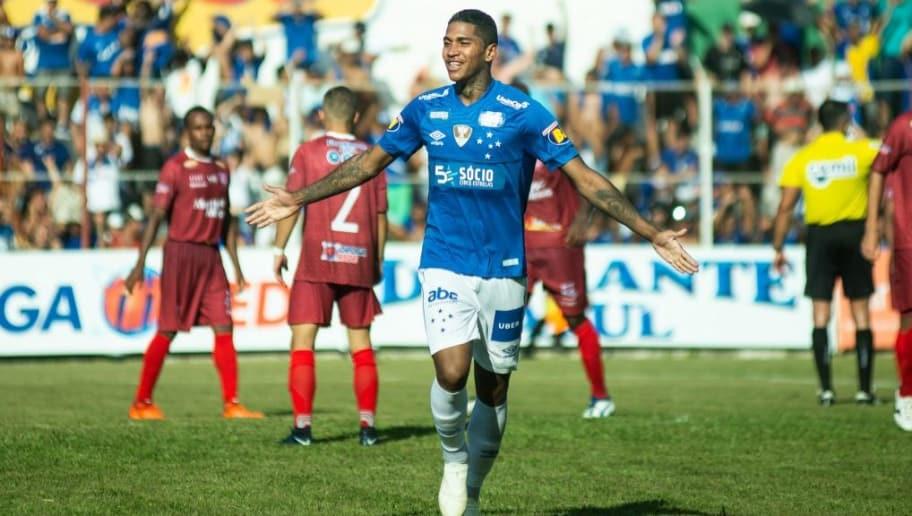 a02150f41f Manto novo  Cruzeiro define data para lançamento de uniforme ...