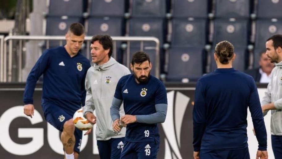 Şener Özbayraklı, Galatasaray'a; Martin Skrtel, Parma'ya