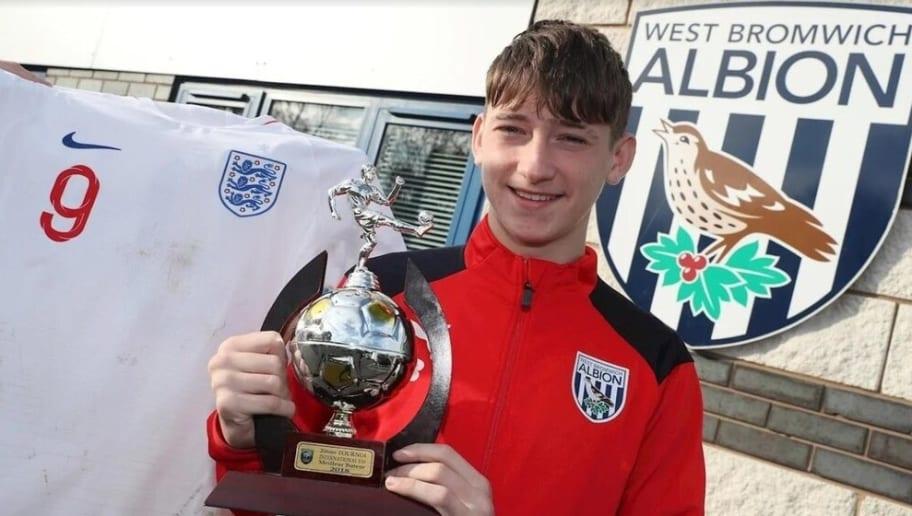 45c76085d196 La joya inglesa de 16 años que ha fichado por el filial del FC ...