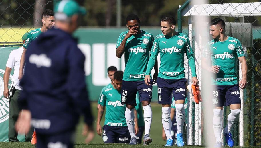 """Felipão segue """"faxina"""" e libera meia para jogar a Série B; lista de emprestados chega a 25"""