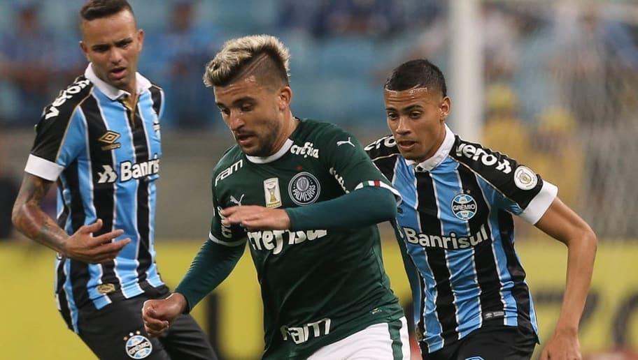 Jornalista flagra lateral do Palmeiras pagando geral após empate com direito a palavrões