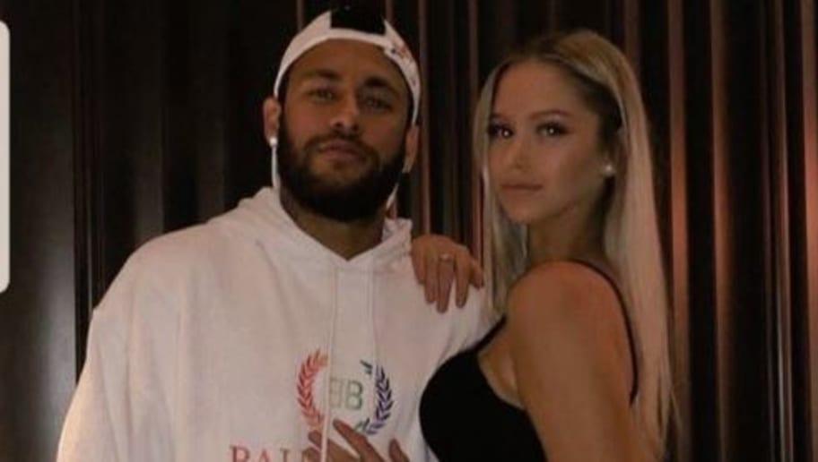 PHOTOS : Neymar s'offre une soirée de fête à Barcelone pendant le match du PSG