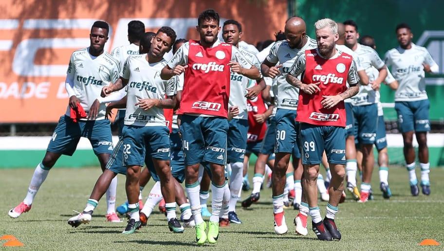 Palmeiras inicia tratativas e zagueiro alviverde negocia transferência para o Athletico-PR