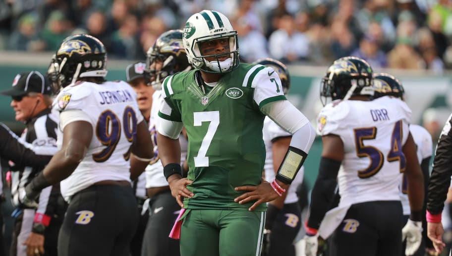 EAST RUTHERFORD, NJ - OCTOBER 23:  Geno Smith #7 of the New York Jets looks on against the Baltimore Ravens at MetLife Stadium on October 23, 2016 in East Rutherford, New Jersey.  (Photo by Michael Reaves/Getty Images)