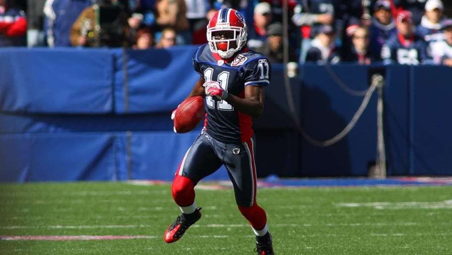 ORCHARD PARK, NY - OCTOBER 11:  Roscoe Parrish #11 of the Buffalo Bills runs the ball for yardage during their NFL game against the Cleveland Browns at Ralph Wilson Stadium on October 11, 2009 in Orchard Park, New York. The Browns defeated the Bills 6-3. (Photo by Rick Stewart/Getty Images)