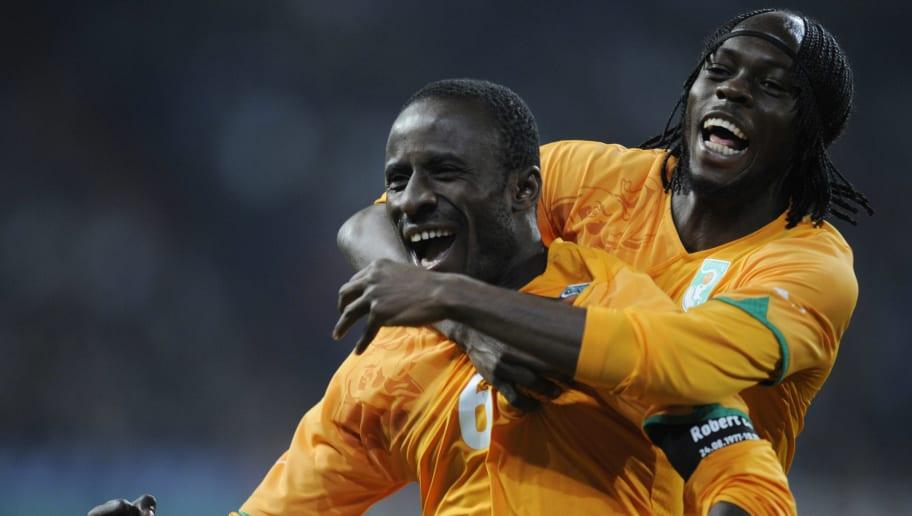 Cote d'Ivoire striker Seydou Doumbia (L)