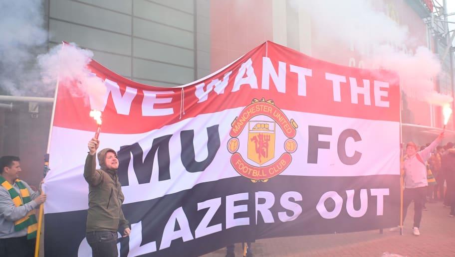 Hinchas del Manchester United protestando en contra de la familia Glazer